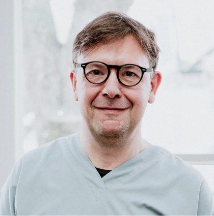 Iain Hoeltschi