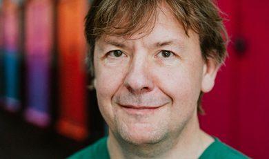 Dr Iain Hoeltschi
